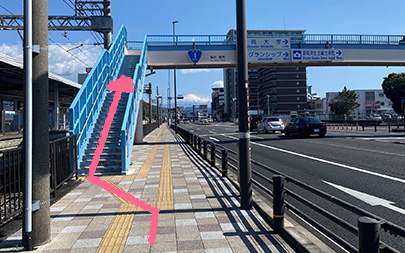 3.歩道橋に登る